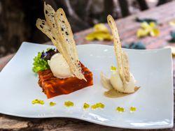 Terrina de pimientos asados con crema de queso manchego y tostas de pan